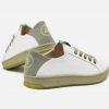 Zapatilla sneakers blancas recicladas ecológicas y veganas